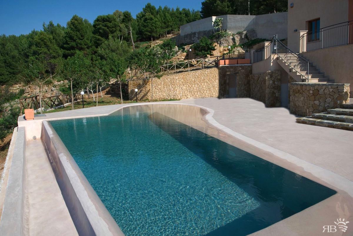 Piscine Sfioro A Cascata piscina con bordo a cascata per agriturismo - rb piscine