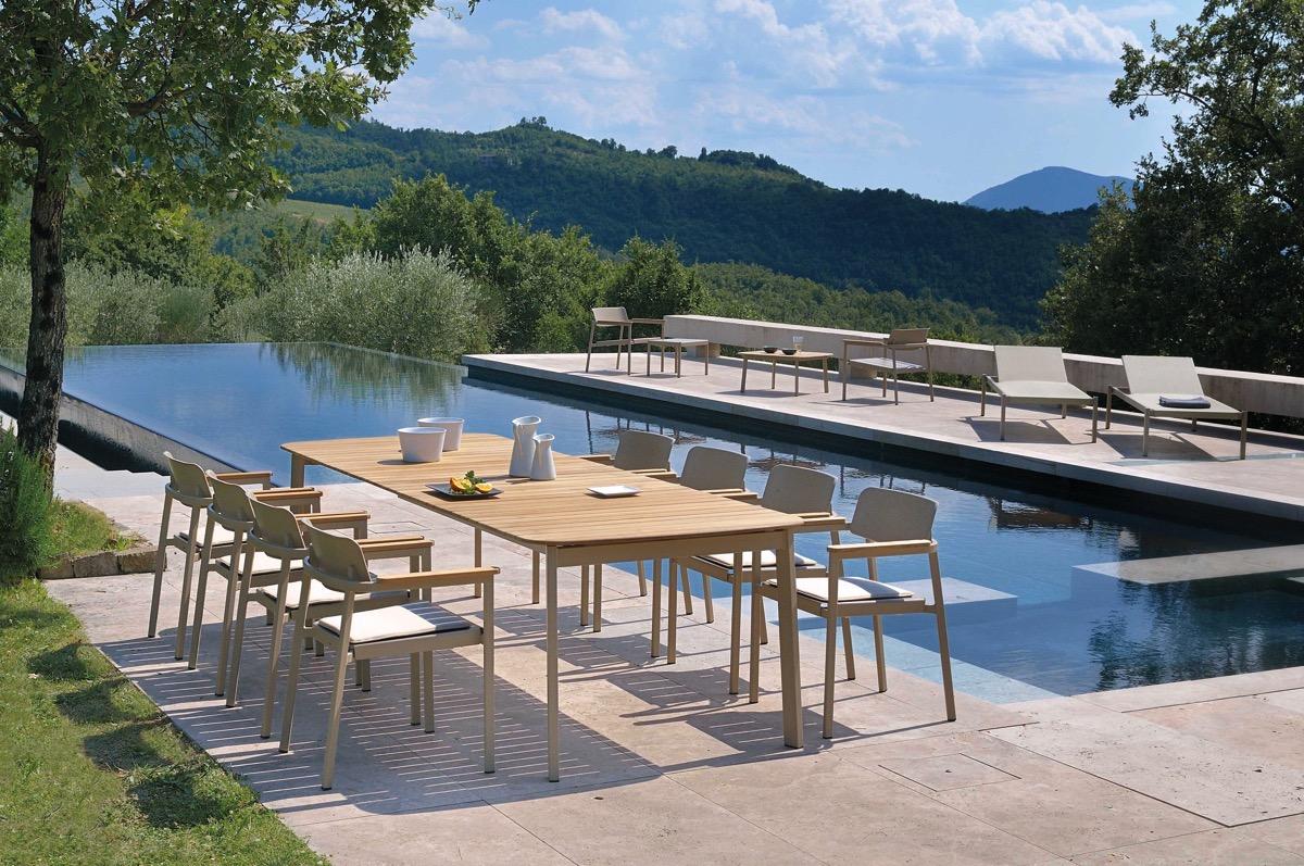 Arredo per esterno shine rb piscine for Arredi per piscine