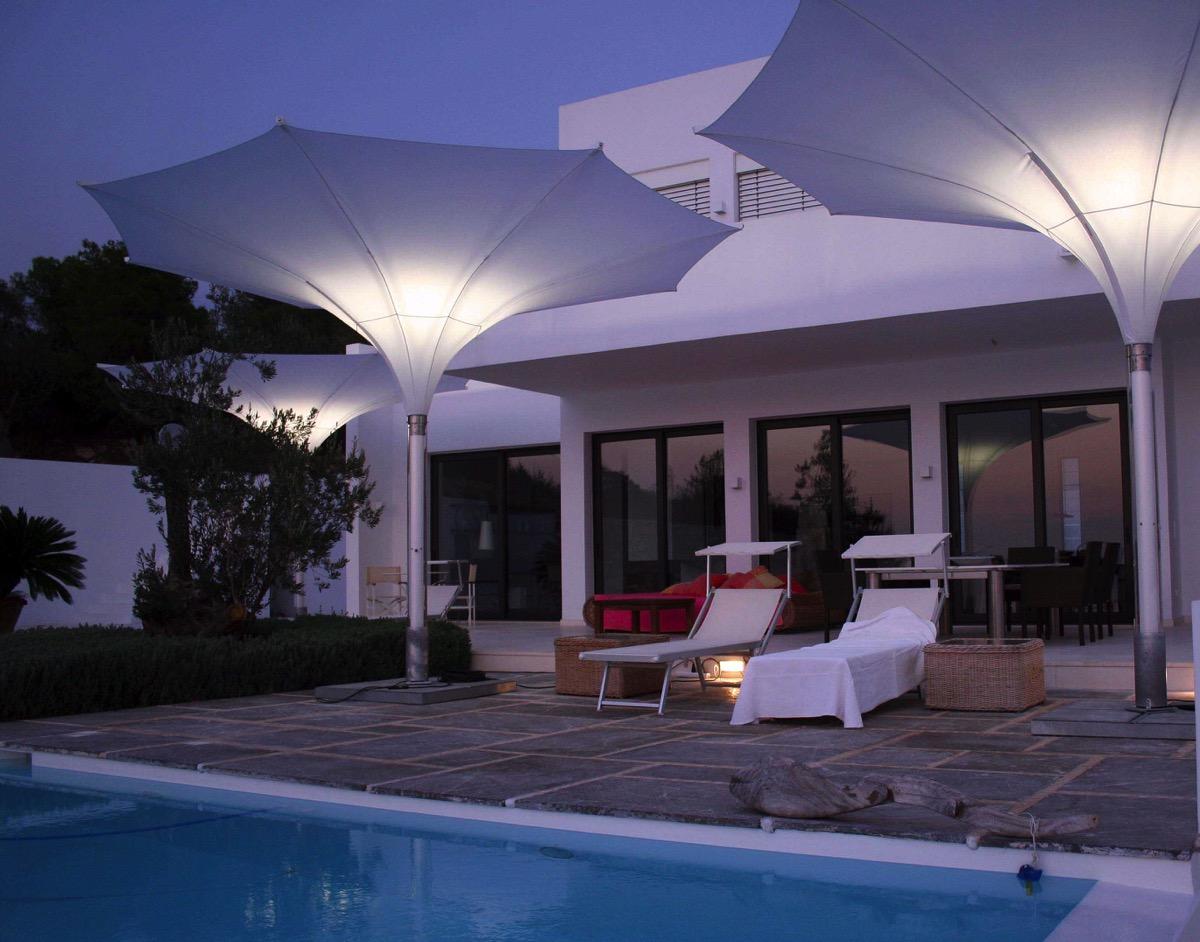 Arredo per esterno con ombrelloni rb piscine for Arredi per piscine