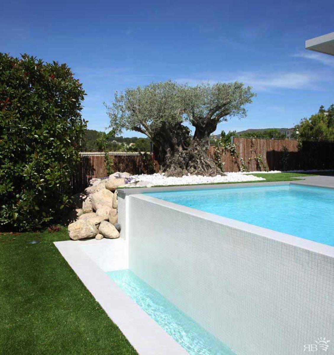 Piscine Sfioro A Cascata piscina con lato sfioro cascata - rb piscine